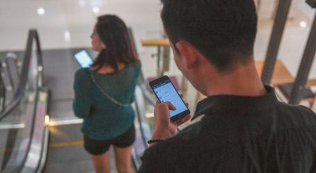 Πώς τα κινητά παρακολουθούν κάθε βήμα και χακάρουν τον εγκέφαλο