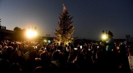 Αναψε το Χριστουγεννιάτικο δέντρο στο πυρόπληκτο Μάτι