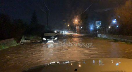 Πλημμύρισαν τα Χανιά – Εγκλωβισμένοι οδηγοί και μισοβυθισμένα οχήματα