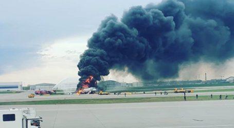 Τραγωδία στη Μόσχα: Η στιγμή που ο συγκυβερνήτης μπαίνει στο φλεγόμενο αεροπλάνο για να σώσει τον πιλότο