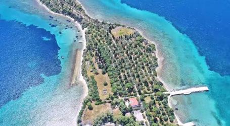 Το ελληνικό νησί σε σχήμα κιθάρας που ήθελαν να αγοράσουν οι Beatles