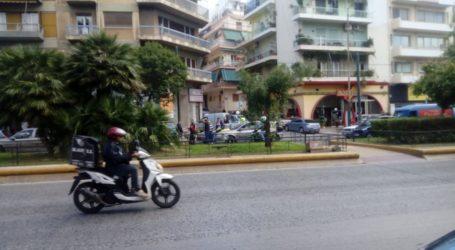 Παραδόθηκε ο οδηγός του τραυμάτισε σοβαρά και εγκατέλειψε 18χρονη στην Καλλιθέα