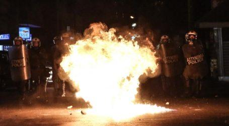Καταδρομική επίθεση με μολότοφ στο Α.Τ. Καισαριανής – Εμπρησμός στο αυτοκίνητο δημοσιογράφου