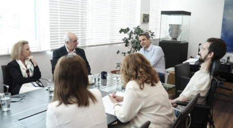 Η συνάντηση Μητσοτάκη με τους νέους ευρωβουλευτές της ΝΔ