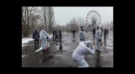 O σεναριογράφος του «Cherbobyl» τα βάζει με τους Instagrammers για τις ασεβείς πόζες (pics)