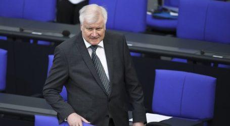 Ζεεχόφερ: Αν δεν βοηθήσουμε Ελλάδα και Τουρκία, οι μετανάστες αργά ή γρήγορα θα φτάσουν και στη Γερμανία