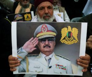 Οι δυνάμεις του Χαφτάρ «σφυροκοπούν» τα προάστια της Τρίπολης