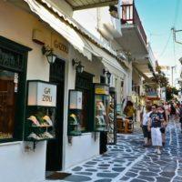 Ο Βακάκης έδειξε το δρόμο στις Κυκλάδες: Σε 4 νησιά ανοιχτά καταστήματα όλες τις Κυριακές!