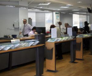 Πάνω από 1,5 δισ. ευρώ εισέπραξαν από προμήθειες οι τράπεζες