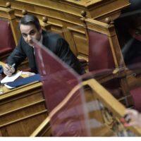 Κλιμακώνεται η πολιτική κόντρα ΝΔ -ΣΥΡΙΖΑ για οικονομία, σχολεία και Έβρο εν μέσω κορωνοϊού
