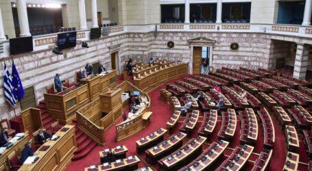 Εργασιακό νομοσχέδιο: Ενστάσεις αντισυνταγματικότητας με το «καλημέρα» στη Βουλή